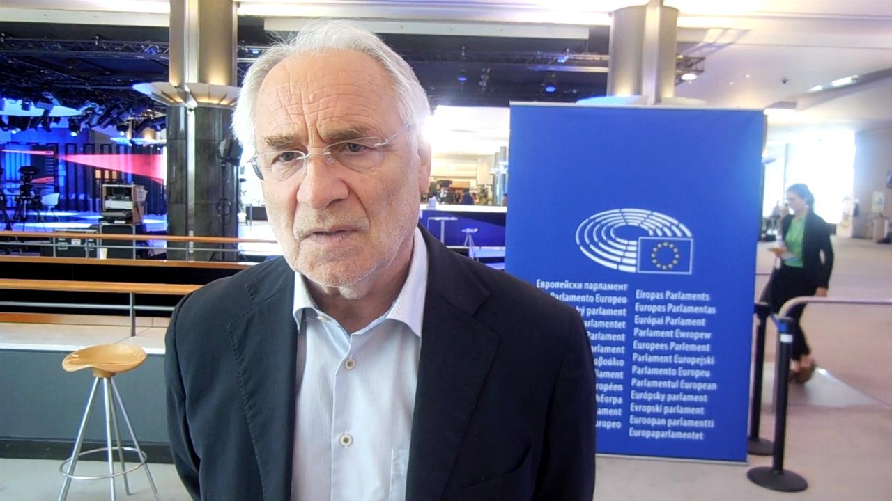 Вајгл: Мора да продолжат демократските процеси и да се одржат избори