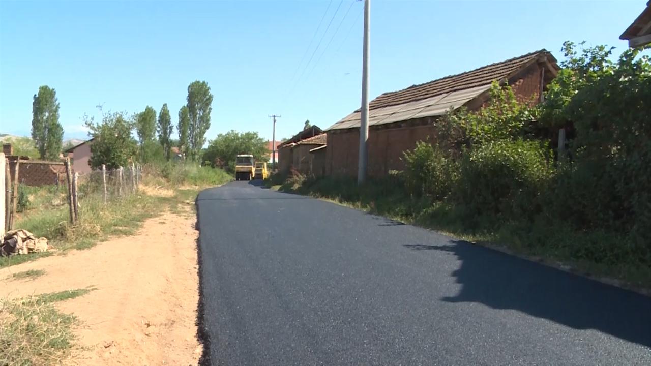 Започна обновата на патот за Вашарејци, жителите посочуваат Груевски си го одржа зборот