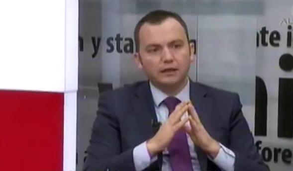 Заев прифати 5.000 евра казна за неупотреба на албанскиот јазик!