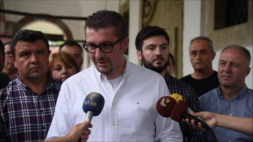 Мицкоски меѓу граѓаните во Штип: Оваа власт мора да си замине, доаѓаат подобри времиња